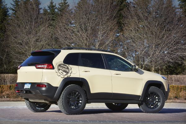 jeep-cherokee-canyon-trail-concept-rear-three-quarter